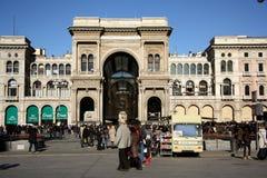 圆顶场所维托里奥Emanuele II在米兰 库存图片