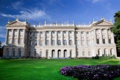圆顶场所d'Arte Moderna在米兰,意大利 免版税库存图片