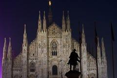 圆顶夜视图在米兰 免版税库存图片