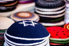 圆顶小帽-传统犹太headwear,以色列。 库存照片