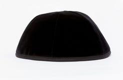 黑圆顶小帽 在希伯来语的黑kippa 免版税库存照片