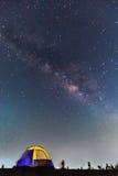 圆顶帐篷和银河 免版税库存照片