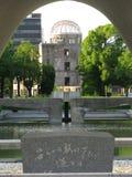 圆顶永恒火焰广岛纪念碑 图库摄影