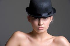 圆顶硬礼帽的女孩 库存照片