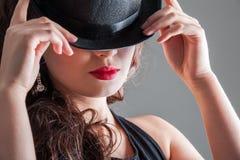 圆顶硬礼帽的女孩 图库摄影