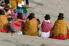 圆顶硬礼帽的-玻利维亚妇女 库存照片