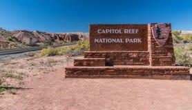 圆顶礁国家公园入口标志 免版税图库摄影