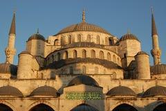 圆顶观光伊斯坦布尔的清真寺 免版税库存照片