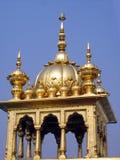 圆顶金黄印度寺庙 免版税图库摄影