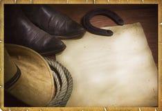 圈地与西部帽子和套索的牛仔背景 免版税库存照片