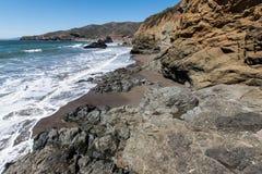圈地海滩加利福尼亚晃动波浪和沙子 免版税库存图片