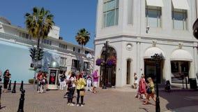 圈地驱动的专属商店在贝弗莉山庄-洛杉矶,美国- 2019年4月1日 股票视频