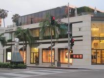 圈地驱动的路易威登商店在比佛利山 免版税库存图片
