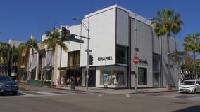 圈地驱动的香奈尔商店在贝弗莉山庄-加利福尼亚,美国- 2019年3月18日 股票视频