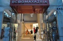 圈地驱动的BCBGMAXAZRIA商店 库存照片