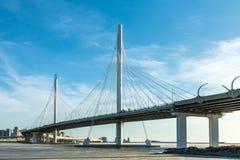 圈子在内娃河的高速公路路桥梁在嘴它附近无危险天 库存照片