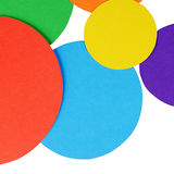 圈子在白色隔绝的颜色纸 免版税库存图片
