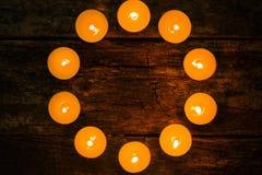 以圈子大模型的形式调味的温泉蜡烛 图库摄影