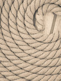 圈子被环绕的古色古香的胸口绳索卷 库存照片