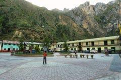 土产妇女和她的女儿在Alis,秘鲁 库存照片
