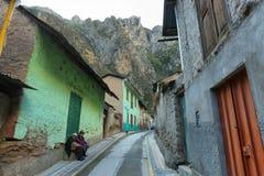 土产妇女和她的女儿在Alis,秘鲁 免版税库存照片