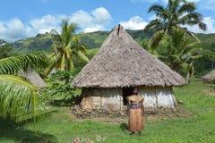 土产斐济人在传统斐济服装, sta穿戴了 免版税库存照片
