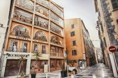 土伦,法国, 6威严2018年, Trompe-l旅馆du Port场面的` Oeil壁画 免版税库存图片