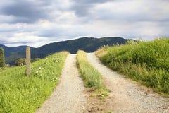 土和石渣乡下公路 库存图片