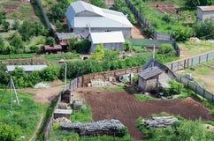 土地在假日村庄 在视图之上 免版税库存照片