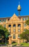 土地所有权办公室,一个砂岩新哥特式大厦在悉尼 免版税库存照片