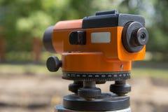 土地测量员设备经纬仪 免版税库存照片