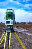 土地的测量建筑的 一个经纬仪 测地学评定的岗位工具总额 库存照片
