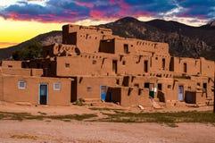 土坯房在Taos,新墨西哥,美国镇  免版税图库摄影