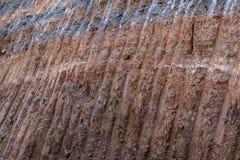 土壤在路下的石渣层数,被开掘 免版税图库摄影