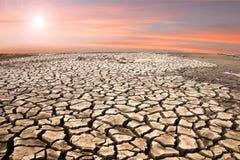 土壤天旱崩裂的土壤地板 库存图片