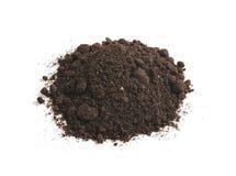 土壤腐植质堆,隔绝在白色背景 堆黑地球 免版税图库摄影
