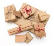 土气减速火箭的礼物,当前箱子 圣诞节时间, eco纸套 免版税库存照片