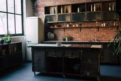 土气厨房内部 免版税图库摄影