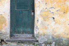 土气墙壁门 免版税库存图片