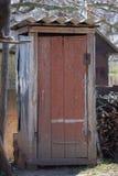 土气往日室外干燥洗手间在乡下 库存照片
