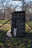 土气往日室外干燥洗手间在乡下 免版税图库摄影