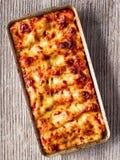 土气意大利语被烘烤的菠菜乳清干酪烤碎肉卷子面团 库存照片
