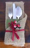 土气感恩粗麻布被包裹的餐位餐具 库存图片