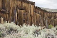 土气木棚子在Bodie,加利福尼亚 免版税库存图片