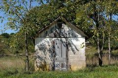 土气棚子在夏天 免版税库存照片