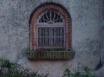 土气殖民地铺磁砖的窗口 库存照片