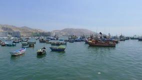 土气渔船肘视图在太平洋 免版税库存图片