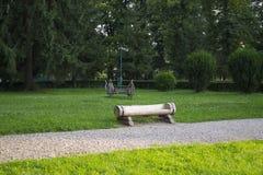 土气的长凳 免版税图库摄影