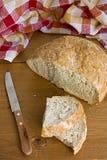 土气的面包 免版税图库摄影