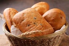 土气的面包 免版税库存图片